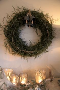 Austere winter Christmas wreath (moss and asparagus branches) Christmas Greenery, Small Christmas Trees, Woodland Christmas, Winter Christmas, Christmas Home, Yule Decorations, Christmas Decorations, Holiday Decor, Wondrous Wreath