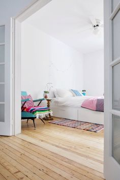 Stylish people know the power of blank spaces, and resist the urge to fill every inch of wall space and every corner with a design element. Confident rooms take a moment to breathe and, in doing so, let just enough shine through, without being boring.