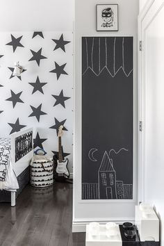 i like this use of chalkboard paint within a frame - this is what i am thinking but with the chalkboard decals and on a smaller scale.