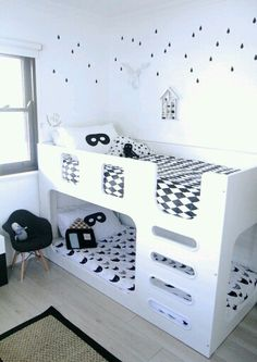 Monochrome bed sheets
