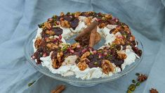 Technische Prüfung: Winterliche Pavlova - Das große Backen - Sat.1 Austrian Desserts, Strudel, Doughnut, Sat 1, Deserts, Birthday Cake, Snacks, Cookies, Baking