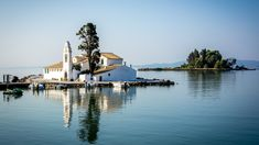 Guide de voyage pour Corfu,la plus grandes des iles ioniennesen Grèce. Toutes les informations pratiques etindispensables pour préparer vos vacances.