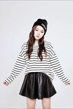 Resultado de imagen para ropa oscura mujer coreana