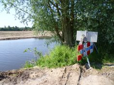 2013-07-07 De routepaaltjes staan nu nog op wat vreemde plekken. Je wordt letterlijk met een kluitje in het riet gestuurd.