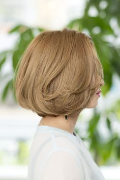 外国人風ボブ - ヘアカタログ|シュワルツコフ オンライン Long Bob Haircuts, Short Bob Hairstyles, Cute Hairstyles, Bob Haircut For Round Face, Round Face Haircuts, Girl Short Hair, Short Hair Cuts, Medium Hair Styles, Short Hair Styles