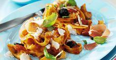 Pasta met tomaat-basilicumsaus artisjok en parmaham