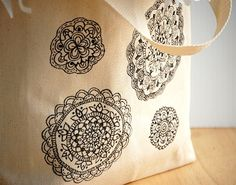 Mandala tote - draw mandala patterns onto a tote using permanent marker! - so simple and very pretty!