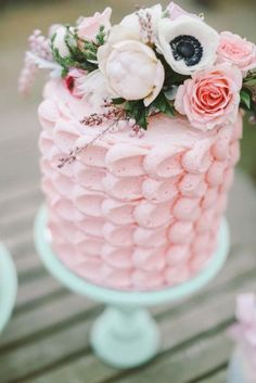 Textured wedding cakes are all the rage! Perfectly-paired with these gorgeous fresh flowers! #pinkweddingcakes
