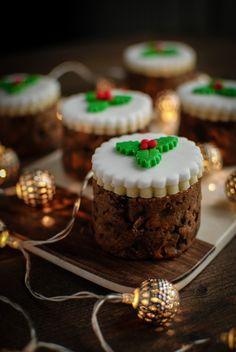 Fig and Pistachio Baked Bean Tin Christmas Cakes Recipe - Katiecakes Mini Christmas Cakes, Christmas Cake Decorations, Christmas Sweets, Christmas Cooking, Small Christmas Cake Recipe, Xmas Cakes, Christmas Hamper, Christmas Christmas, Christmas Ideas