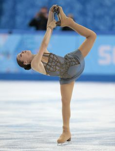 Adelina Sotnikova dethrones Yuna Kim to win figure skating gold