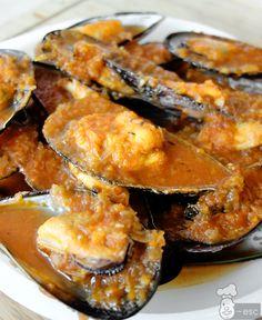 Mejillones con salsa de tomate a la marinera Squid Recipes, Tilapia Recipes, Salmon Recipes, Crawfish Recipes, Seafood Recipes, Cooking Recipes, Tapas, My Favorite Food, Favorite Recipes
