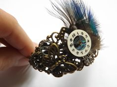 """Bracelet steampunk en laiton plume et cadran, """"Beauté intemporelle"""" : Bracelet par histoire-de-rouages"""