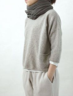 looks so comfy for lounging around the house cashmere pullover/evam eva Mode Outfits, Casual Outfits, Fashion Outfits, Fashion Scarves, Looks Style, Style Me, Look Fashion, Winter Fashion, Cashmere Pullover