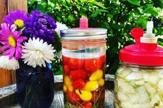 A fermentálás egyre népszerűbb trend, és ráadásul nagyon egyszerű is! A módszerrel készült savanyúságok izgalmas ízvilágúak és jótékony hatással van a szervezetünkre, illetve megoldást jelentenek akár maradék zöldség felhasználására is. Marie Claire, Canning, Home Canning, Conservation