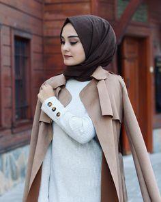 Muslim Girls, Muslim Women, Hijab Fashion Inspiration, Satin Shirt, Hijab Chic, Beautiful Girl Photo, Hijab Outfit, Winter Fashion Outfits, Women Wear