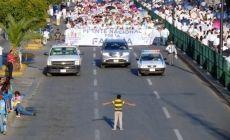 Mexico: Niño encara a multitud que rechaza el matrimonio gay