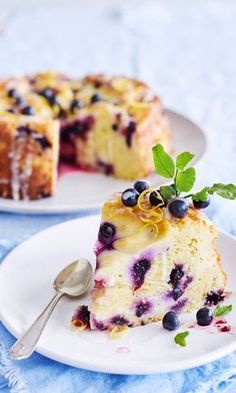 Mustikkainen sitruunajuustokakku | Maku No Bake Desserts, Delicious Desserts, Yummy Food, Baking Recipes, Cake Recipes, Baking Ideas, Cake Decorating Designs, Savory Pastry, Sweet Bakery