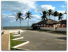 Vista general de la vivienda con la playa al fondo. Vinales, Cuba, Natural, Sidewalk, Mansions, House Styles, Lakes, Horse Drawn Wagon, Fishing