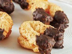 Hindistan cevizli nal kurabiye tarifi mi arıyorsunuz? En lezzetli Hindistan cevizli nal kurabiye tarifi be enfes resimli yemek tarifleri için hemen tıklayın!