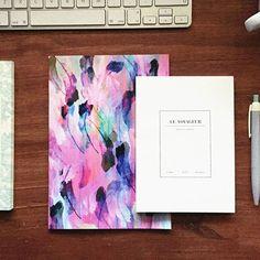 Hoy os enseñamos el cuaderno #LeVoyageur de una de nuestras marcas coreanas @seesographics, el cuaderno #Feathers de la inglesa @nikkistrangedesign y el bloc de notas #Chou de las francesas @seasonpapercollection... ¡qué ganas de enseñaros todo!  #papeleria #papeleriacreativa #cuaderno #ilustración #picoftheday #sweetlybeforeshop #sweetlybefore #sb #tiendaonline