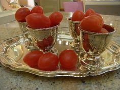 Eiertomaten in silbernen Eierbechern!