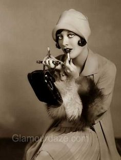 The History of 1920s Makeup - 1920 to 1929 | Glamour Daze Golden Age Of Hollywood, Vintage Hollywood, Hollywood Glamour, Classic Hollywood, Hollywood Heroines, Joan Crawford, Classic Movie Stars, Classic Movies, Beauty