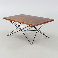"""BENGT JOHAN GULLBERG Bord / soffbord / ståbord, """"A2 / Trehöjdsbordet"""", Gullberg Trading Company, formgivet ca 1952. Teak. Svart vändbar benställning i stål. Längd 120, bredd 75, höjd i stående läge 97 samt höjd som soffbord 52 cm."""