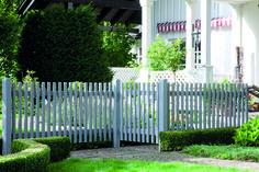 """Gartenzaun """"Garda"""" aus Kiefer in weiß oder basaltgrau lasiert. Besuchen Sie unseren Onlineshop und erfahren Sie mehr! https://www.habisreutinger.de/shop/gesamtuebersicht/gartenwelt/vorgartenzaeune/weiss-lasiert-garda.html"""