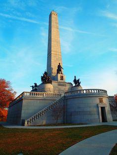 Springfield Illinois - Oak Ridge Cemetery - Abraham Lincolns Grave, Grandpa Reazer is near the monument.