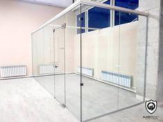 Pereți de sticlă. Folosiți pentru delimitarea spațiului interior.  #util #comod #glass #walls #office #interiordecor #officedecor #saintgobainglass #glassdesign #glasswalls Saint Gobain Glass, Offices, Divider, Interior, Wall, Modern, Room, Furniture, Home Decor