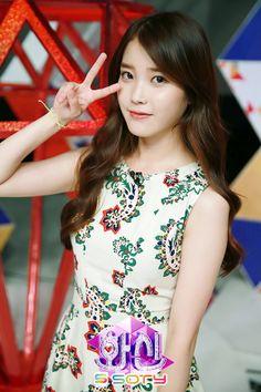 Iu Fashion, Fashion Lookbook, Korean Fashion, Cute Korean, Korean Girl, Scarlet Heart Ryeo Cast, Most Beautiful Women, Beautiful People, Iu Hair