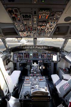 Boeing 737-900ER Cockpit