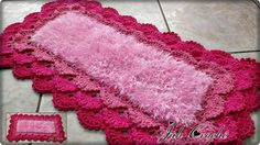 Tapete em crochê, modelo rendado.  Ideal ara sua decoração. Crochet Necklace, Blanket, Crochet Cats, Crocheted Toys, Rugs, Pretty, Blankets, Cover, Comforters
