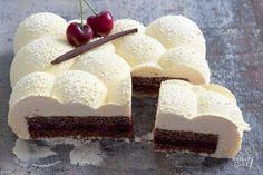 Desserttaart met kersen en twee soorten chocolade- recept Bake My Cake, Pie Cake, Sweet Recipes, Cake Recipes, Mousse Dessert, Modern Cakes, Feel Good Food, Sweet Bakery, Best Chocolate Cake