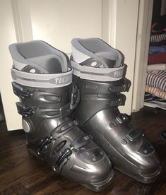 d4436acdfe Tecnica Womens Ski Boots Size 7.5 Made In Italy Grey Ski Boots Snow
