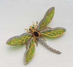 18K GOLD, PLIQUE-A-JOUR ENAMEL AND DIAMOND DRAGONFLY BROOCH Dragonfly Jewelry, Bee Jewelry, Insect Jewelry, Enamel Jewelry, Jewelry Art, Antique Jewelry, Vintage Jewelry, Fashion Jewelry, Jewelry Design