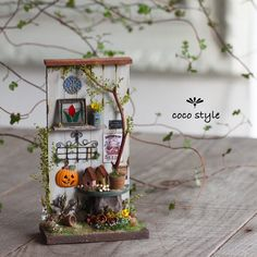 Miniature dollhouse Fall♡ ♡ By Cocostyle Christmas Themed Cake, Christmas Themes, Miniature Crafts, Miniature Dolls, Clay Crafts, Diy And Crafts, Halloween Shadow Box, Mini Craft, Miniature Furniture