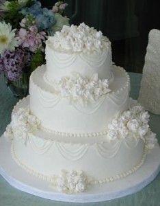 traditional white on white wedding cake design Summer Wedding Cakes, Black Wedding Cakes, Amazing Wedding Cakes, Purple Wedding, Gold Wedding, Foto Pastel, Traditional Wedding Cakes, Gorgeous Cakes, Wedding Cake Designs