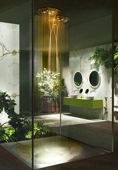 LumineusePlace au dépaysement dans cette salle de bains végétalisée où les ciels de douche créent l'ambiance. Leurs jeux d'eau et de lumièr transforment l'espace en un spa zen. Série Cono, Gessi.