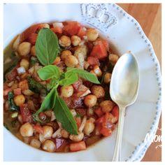 Quem não gosta de uma receita prática e gostosa? Esta SALADA DE GRÃO DE BICO, é exatamente assim. http://www.montaencanta.com.br/dia-a-dia/salada-de-grao-de-bico-2/ Uma salada deliciosa, ótima para acompanhar churrasco ou uma carne ou simplesmente dar um up a mais nas refeições. Em menos de 15 minutos, está na mesa para ser servida, a idéia é montar uma base de vinagrete com folhas de manjericão e juntar o grão de bico já cozido e comprado pronto.