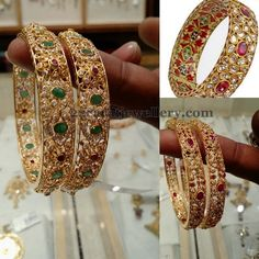 41 Ideas For Indian Bridal Bangles Gold Uncut Diamond Gold Bangles Design, Gold Jewellery Design, Gold Jewelry, Designer Bangles, Jewelery, Jewelry Bracelets, Vintage Jewelry, Square Diamond Rings, Diamond Bangle