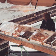 ボートの魚売り#Helsinki #finland
