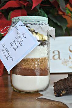 Fudge-y Brownies in a Jar - Autumn + Ash Homemade Christmas Gifts, Christmas Baking, Homemade Gifts, Holiday Gifts, Christmas Ideas, Christmas Crafts, Christmas Baskets, Christmas Porch, Xmas Food