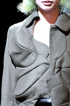 Comme des Garçons Spring 2010 Ready-to-Wear Fashion Show Details