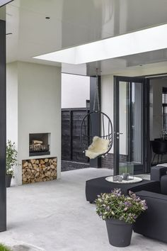 "Lifs interieuradvies & styling www.nl Lifs interior advice & styling www.nl Photo: Denise Keus – ""Stylish Living"" – Sanoma Regional Belgium N. # customization floor # gas fire storage advice Less Garden Seating, Terrace Garden, Outdoor Spaces, Outdoor Living, Backyard Fireplace, Fireplace Design, Modern Spaces, New Homes, Home And Garden"