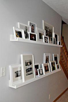 pra que não quer furar a parede com os porta-retratos (só com a prateleira né hehe)