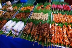 Ever wondered what are the street foods of the Philippines? Listing 20 favorite Filipino street foods here, you will have more than enough foods to try in the streets of Manila on your visit.