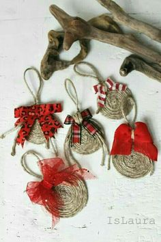 These look super easy to do, fun, rustic Christmas decorations Ornament Crafts, Diy Christmas Ornaments, Christmas Balls, Homemade Christmas, Christmas Projects, Holiday Crafts, Ball Ornaments, Burlap Ornaments, Christmas Coasters