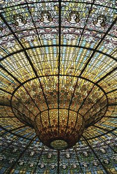 Opera house in Barcelona's ceiling!  I want to listen to music here.*