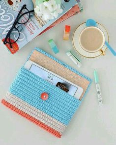 cafenoHut: Mollie Makes Home Like It& A Dream - Like A Dream .- cafenoHut: Sanki Bir Rüya – Like A Dream – Mollie Makes Home 3 cafenoHut: Like A Dream – Like A Dream – Mollie Makes Home 3 - Crochet Tablet Cover, Crochet Pouch, Crochet Purses, Crochet Gifts, Diy Crochet, Crochet Toys, Crochet Basket Pattern, Crochet Patterns, Capas Kindle
